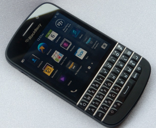 BlackBerry Q10 review: Does not worth buying at current price