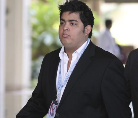 Akash Ambani drafts 4G strategies at Reliance Jio