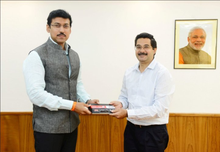 Shashi Arora, CEO – DTHMedia Bharti Airtel presenting the first Made in India set-top-box of Airtel Digital TV to Col. Rajyavardhan Rathore, Minister of State for Information  Broadcasting.