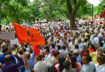 MTNL employees salary protest