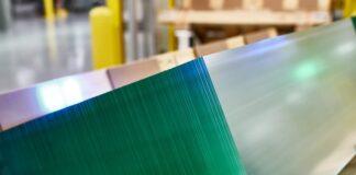 Apple_Corning-Harrodsburg-Plant_iPhone-Apple-Watch-Glass