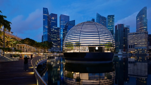 Apple store in Marina Bay Sands