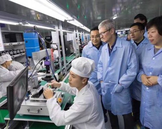 Apple CEO Tim Cook visits Luxshare's production line